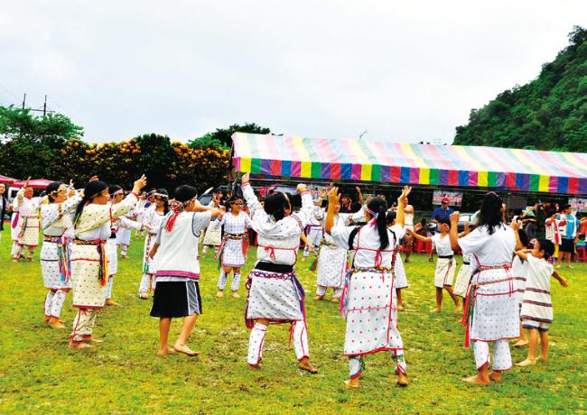 太魯閣族-〈祖靈祭〉祭儀舞蹈.png